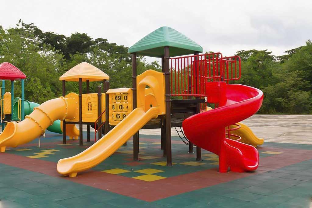 Резиновая плитка для детских площадок
